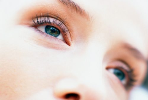 Tips on caring for your contact lenses and eye health