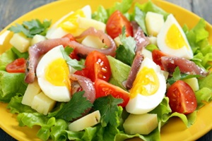 healthy-salad-with-eggs