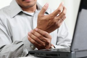 Carpal tunnel syndrome symptoms and prevention