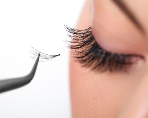 Coconut Oil for Eyelashes: Benefits and Precautions