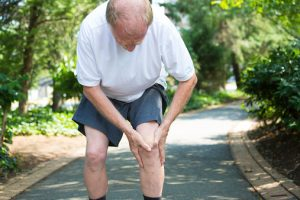 Seniors with diabetes can lower knee pain with diet and exercise