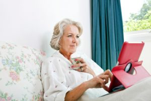 Does age-related macular degeneration impair the ability to use touch screens?