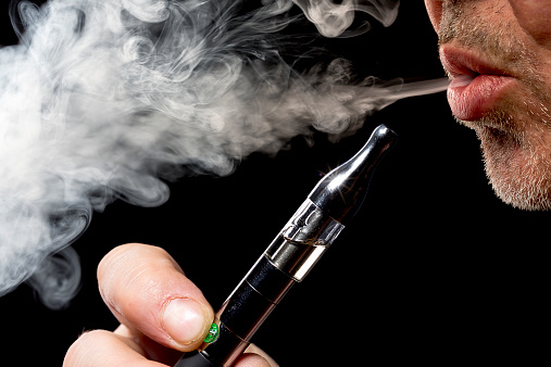 Acute hypersensitivity pneumonitis found in user of e-cigarettes: Case study