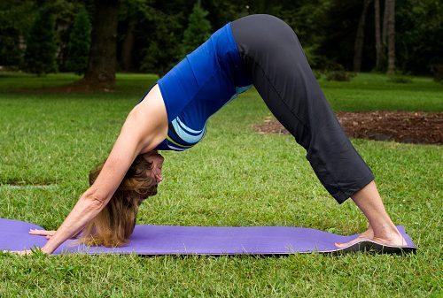 yoga positions increase eye pressure