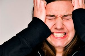migraine-with-aura-increases-risk-of-heart-attack-blood-clots-in-women