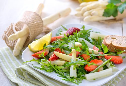 Hip fracture risk in women reduced with Mediterranean diet