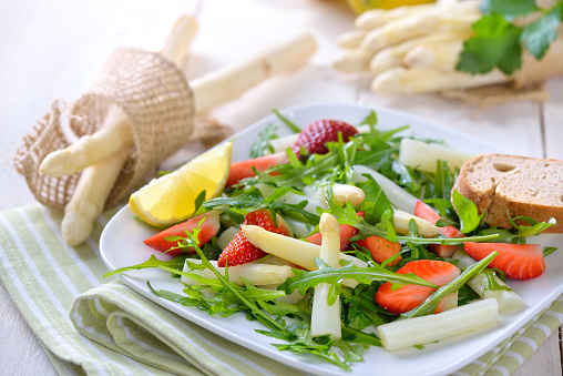 Hip fracture risk in women reduced with Mediterranean diet