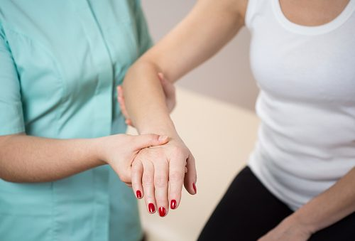 Fibromyalgia may affect sensory perception and blunt touch perception, studies show