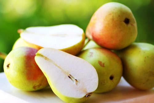 Pears healthy snack that helps lower your blood pressure