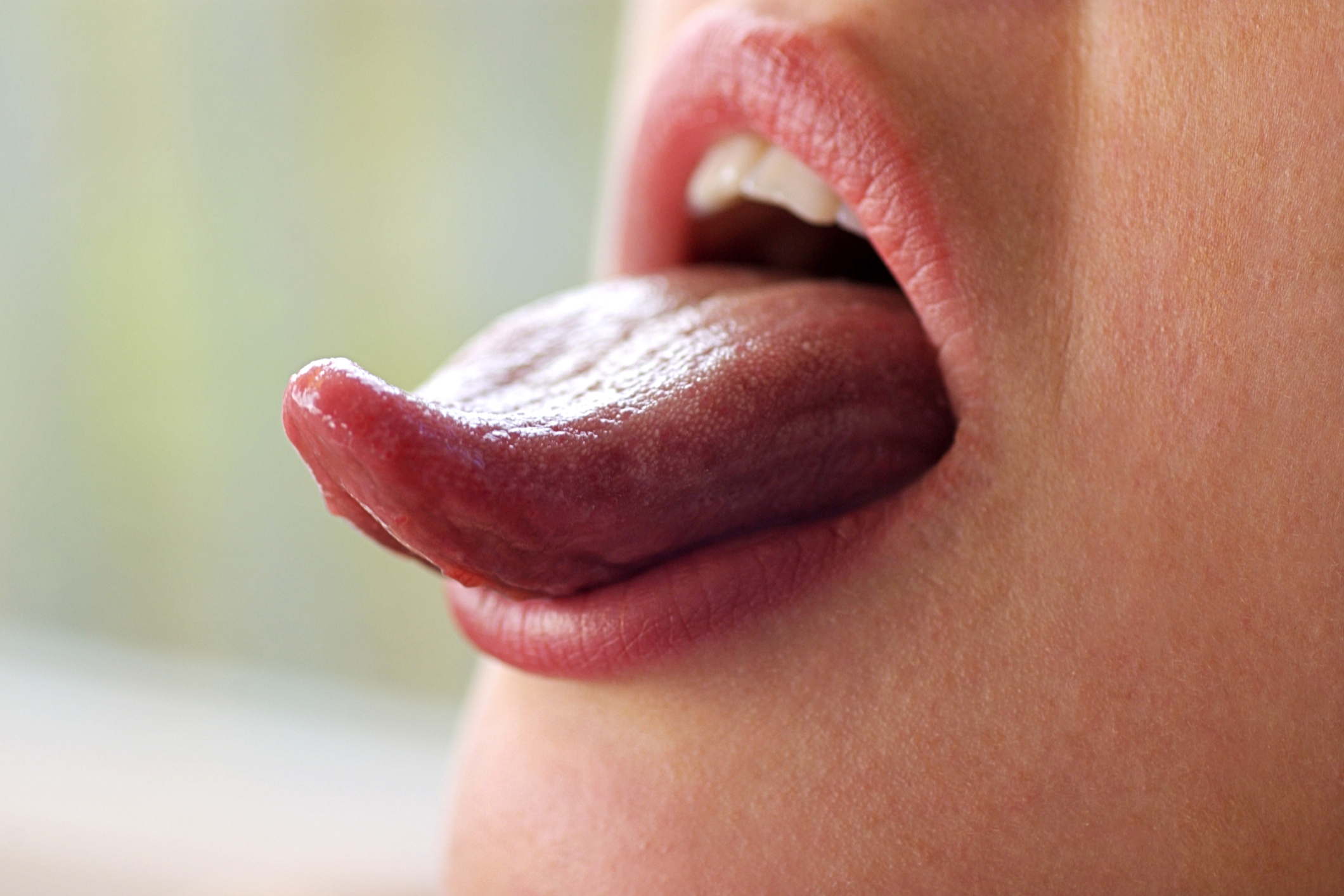 10 Common Causes and Treatments for Yellow Tongue