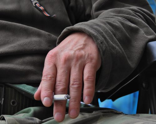 Osteoporosis and fracture risk in male smokers higher than in women