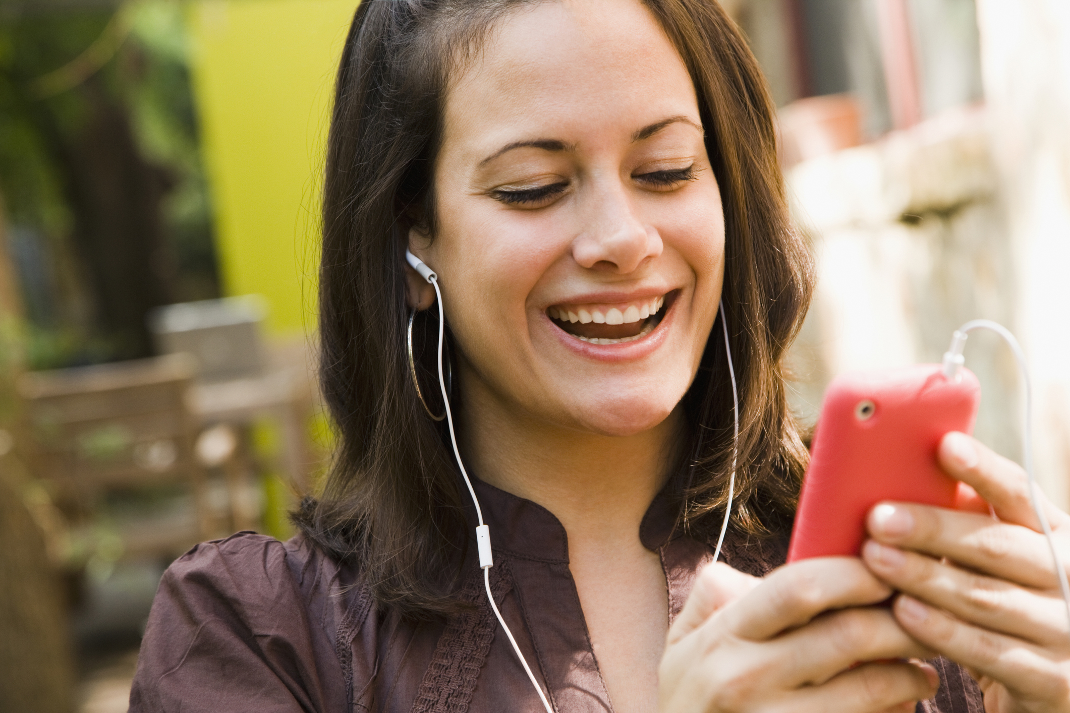 Hearing loss risk increases with earbud usage, listening to loud sounds with earbuds on