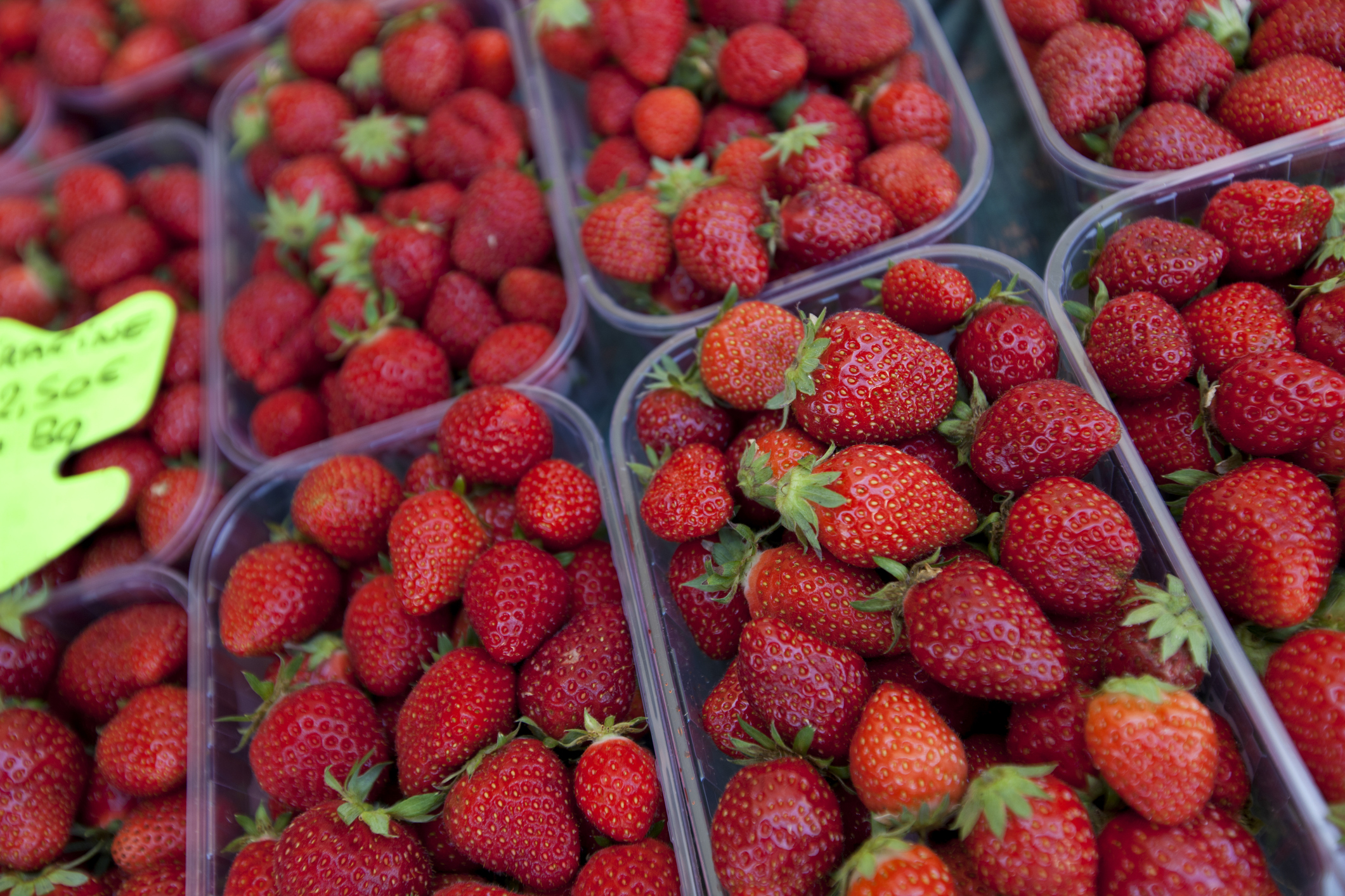 strawberries help reduce ldl cholesterol naturally