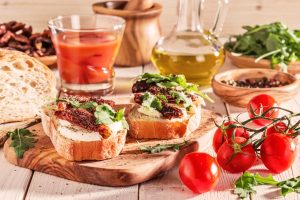 Age-related macular degeneration risk may be reduced with the Mediterranean diet and caffeine: New study