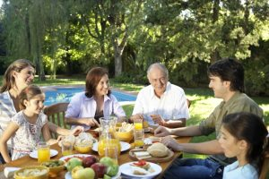 Dementia patients may benefit from holistic approach to mealtimes and exercise