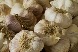 Garlic breath can be treated with apple, lettuce