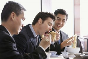 social-eating-promotes-overeating