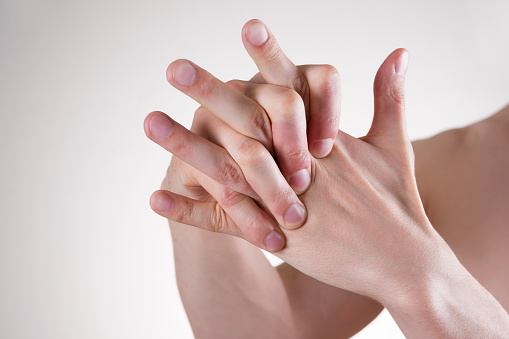 Does cracking knuckles cause arthritis