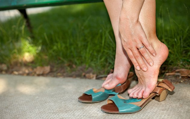 causes for swollen feet