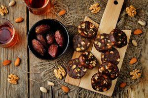 Dates almonds