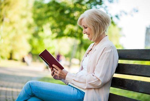 senior reading dementia