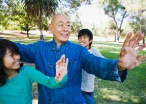 raisons du tai chi &quot;width =&quot; 300 &quot;height =&quot; 214 &quot;/&gt; Le tai-chi est une forme ancienne d&#39;exercice originaire de Chine, contrairement aux autres types d&#39;exercices. a été trouvé pour avoir des avantages non seulement sur le corps mais aussi sur l&#39;esprit. </p> <p> Si vous cherchez à trouver un exercice doux à intégrer dans votre routine quotidienne, nous vous recommandons fortement le tai-chi, et nous avons sept raisons de le sauvegarder.  </p> <p> <iframe src=