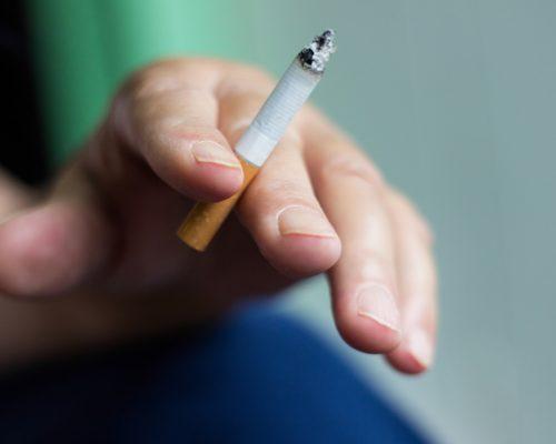 smoking and eyes